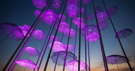Инсталляция из зонтиков в Солониках