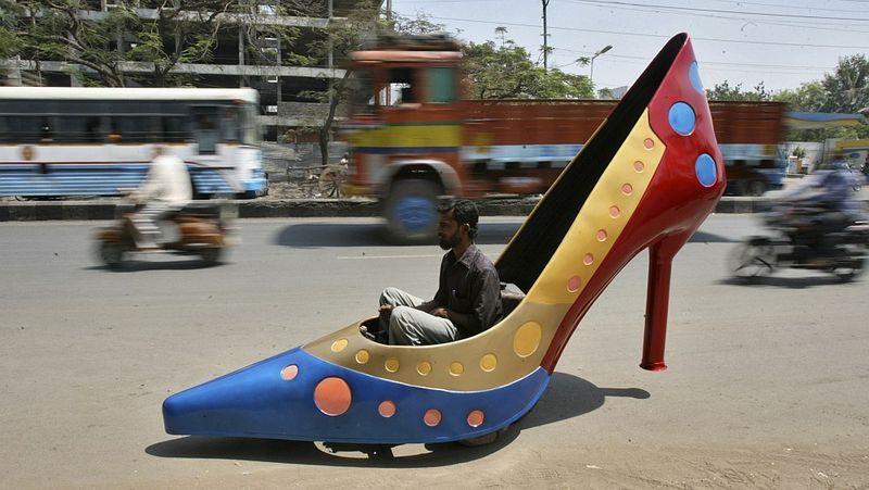 Авто в виде женской туфли
