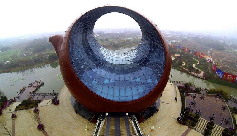Китайское здание в форме чайника