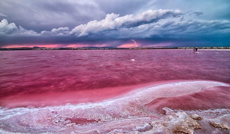 Розовое озеро Ретба