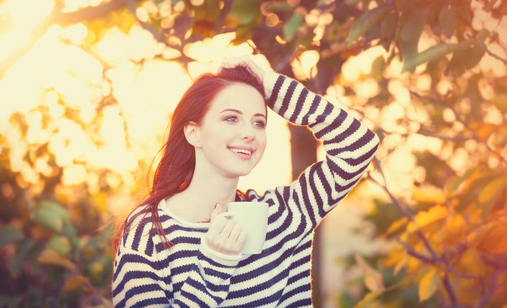 девушка мечтает осенью о романтике