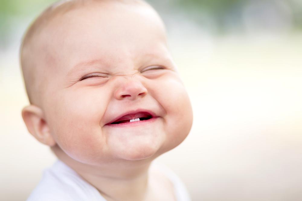 Милый ребенок счастлив