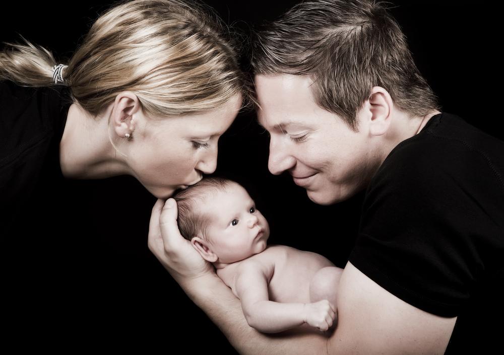 папа, мама и маленькая дочь
