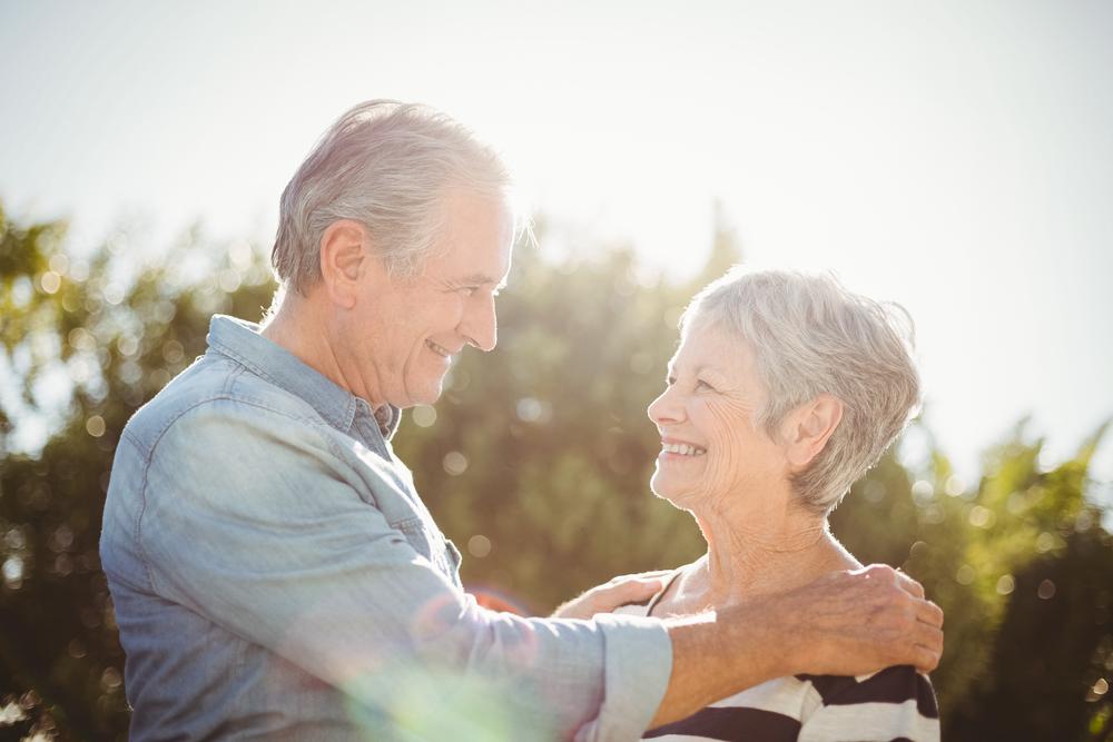Пожилая супружеская пара вместе