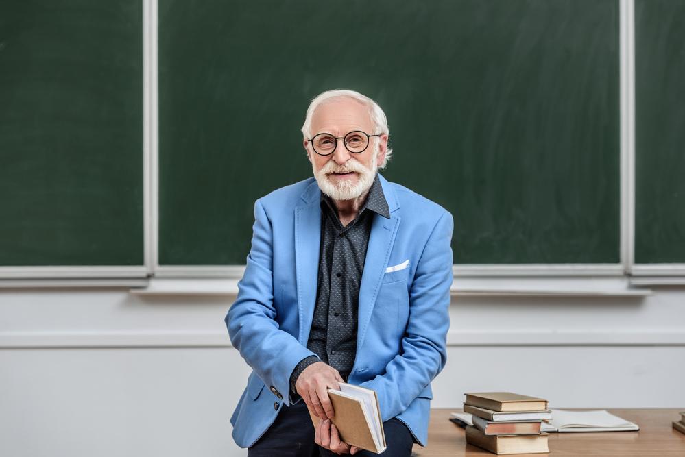 учитель в возрасте