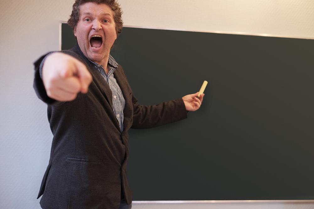 учитель кричит