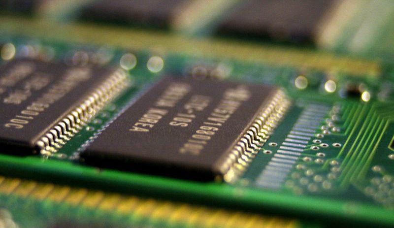 ReRAM (Resistive Random Access Memory)