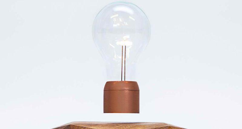 Парящая настольная лампа