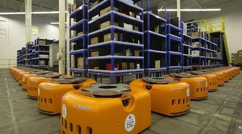 Грузчики-роботы на складе Amazon