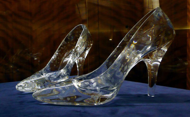 Туфли стеклянные