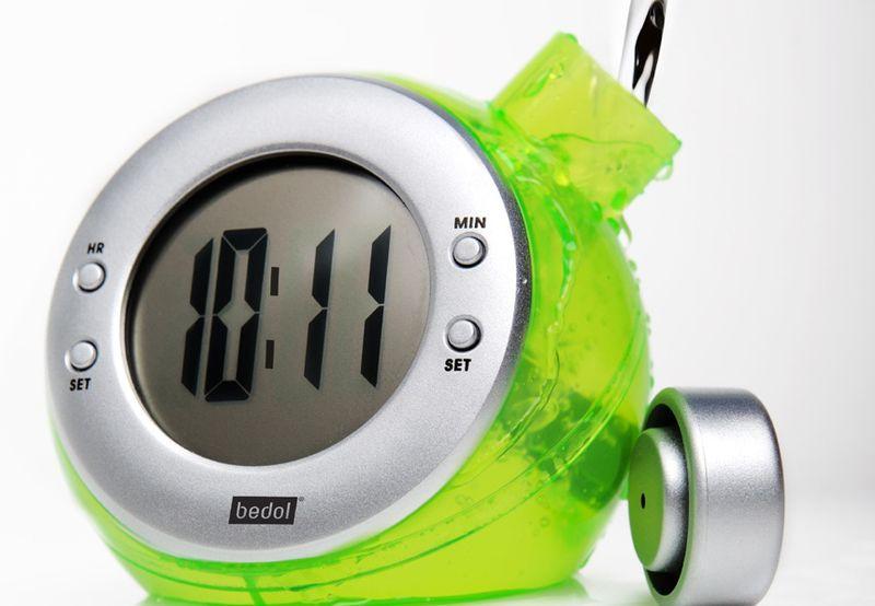 Креативные часы, работающие на воде
