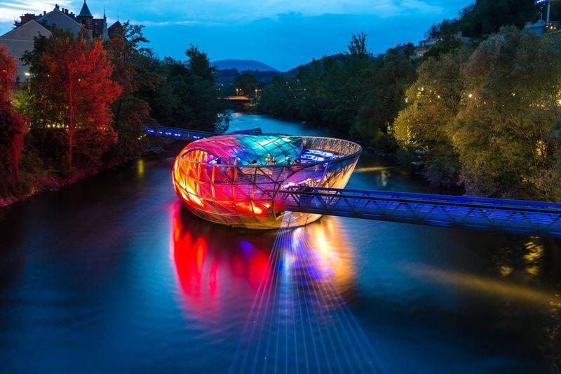 Мост-остров Муринзель в ночное время