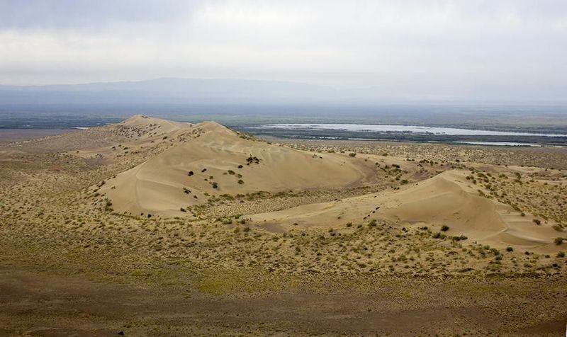 Поющие барханы в Казахстане