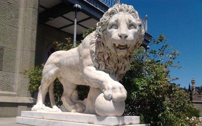 Лев у входа в Воронцовский дворец