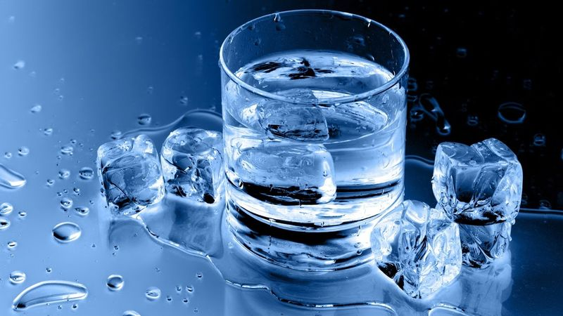 Лед в теплой воде
