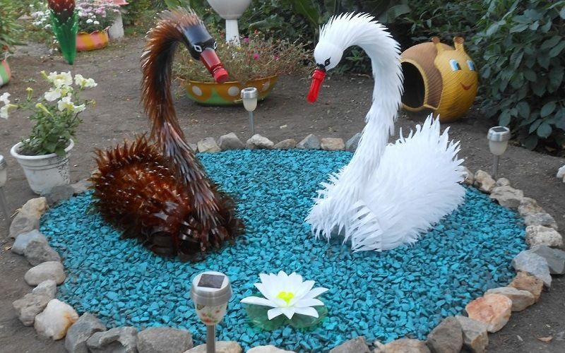 Лебеди из пластиковых бутылок
