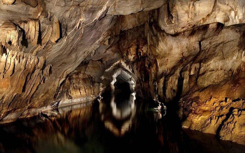 Подземная река в пещере недалеко от Пуэрто-Принсеса