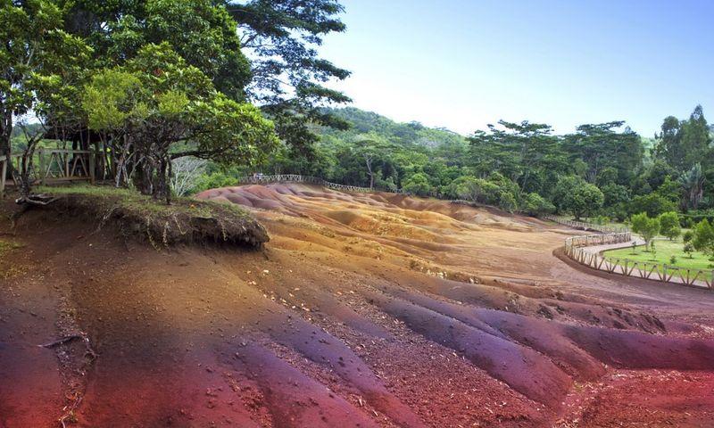 Село Шамарель, цветные пески