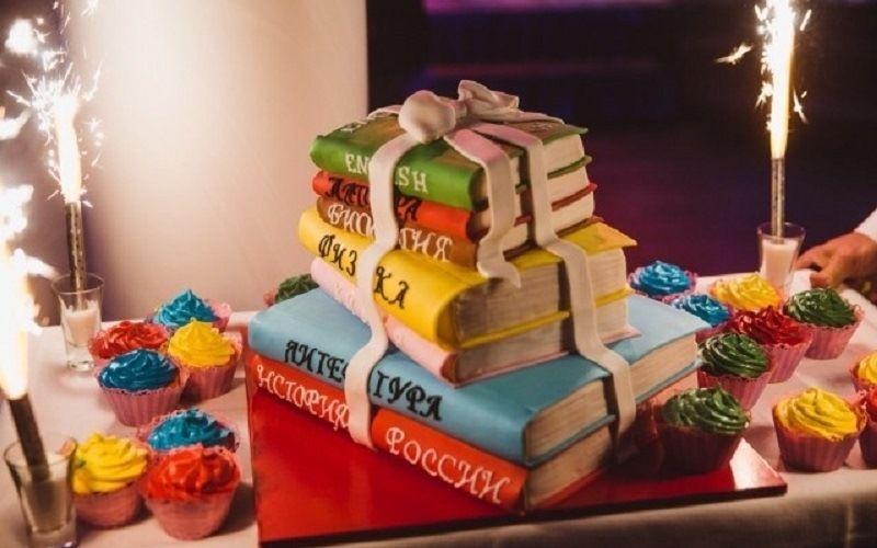 Торт «Стопка книг»