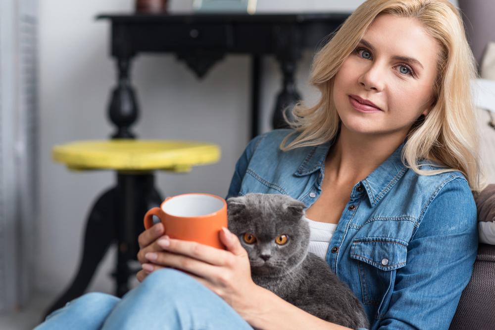 женщина с любимым котом