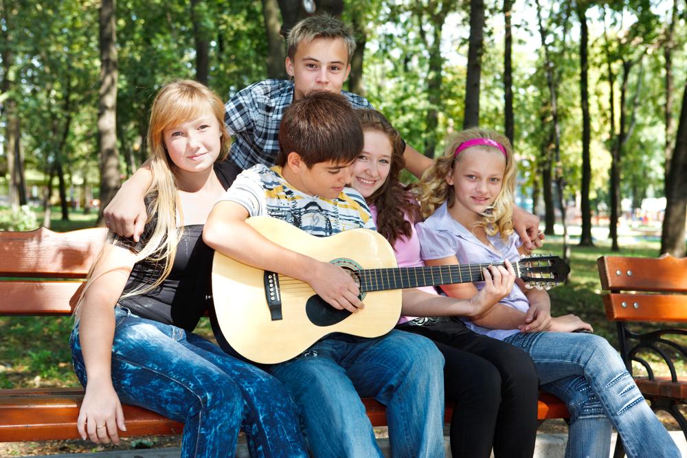 школьники в парке летом
