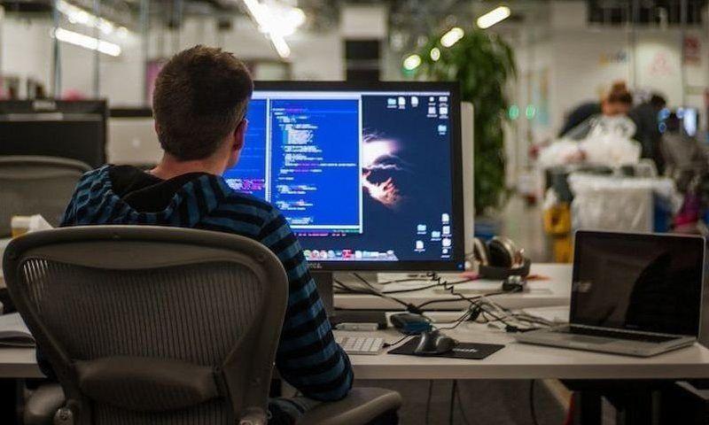 Специалисты по IT технологиям - программисты