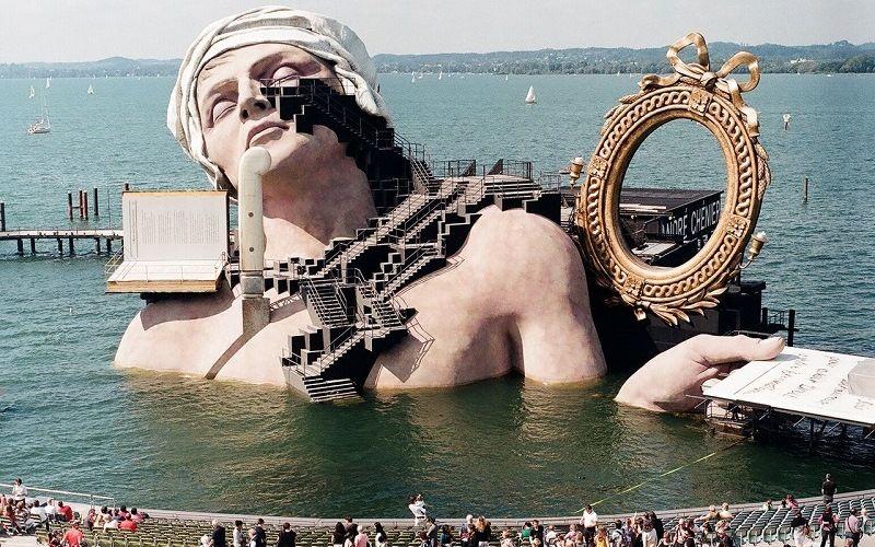Плавучая сцена в австрийском городе Брегенц