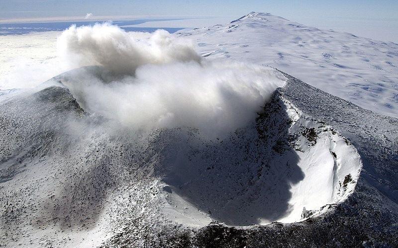 Самый южный вулкан Эребус. Антарктида