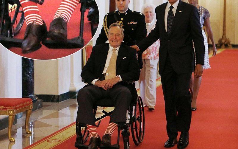 Джордж Буш в полосатых носках