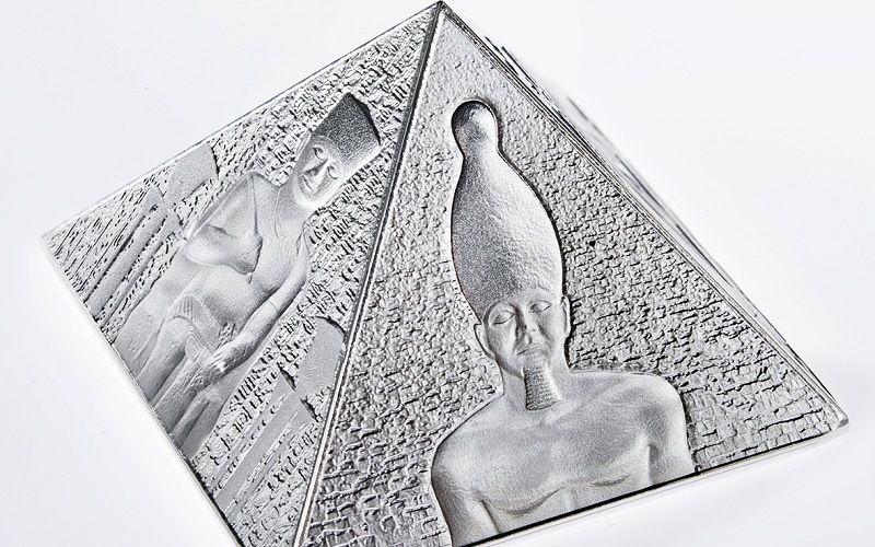 Серебряная монета - пирамида