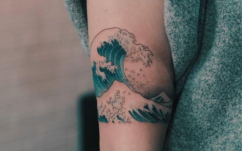 Тату «Большая волна в Канагве»
