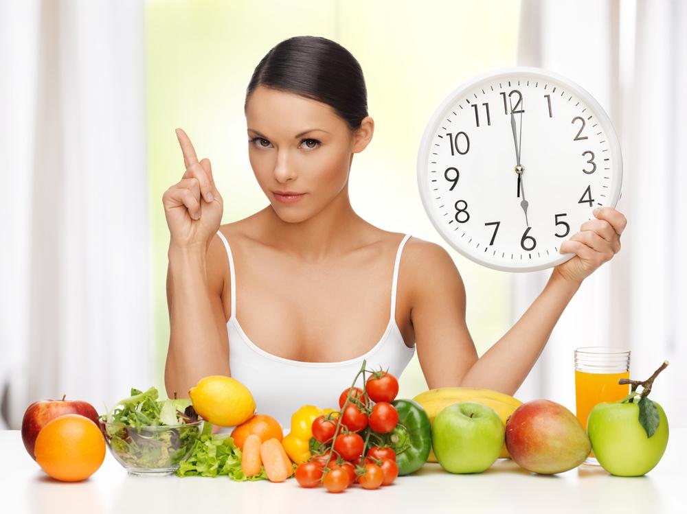 девушка соблюдает диету