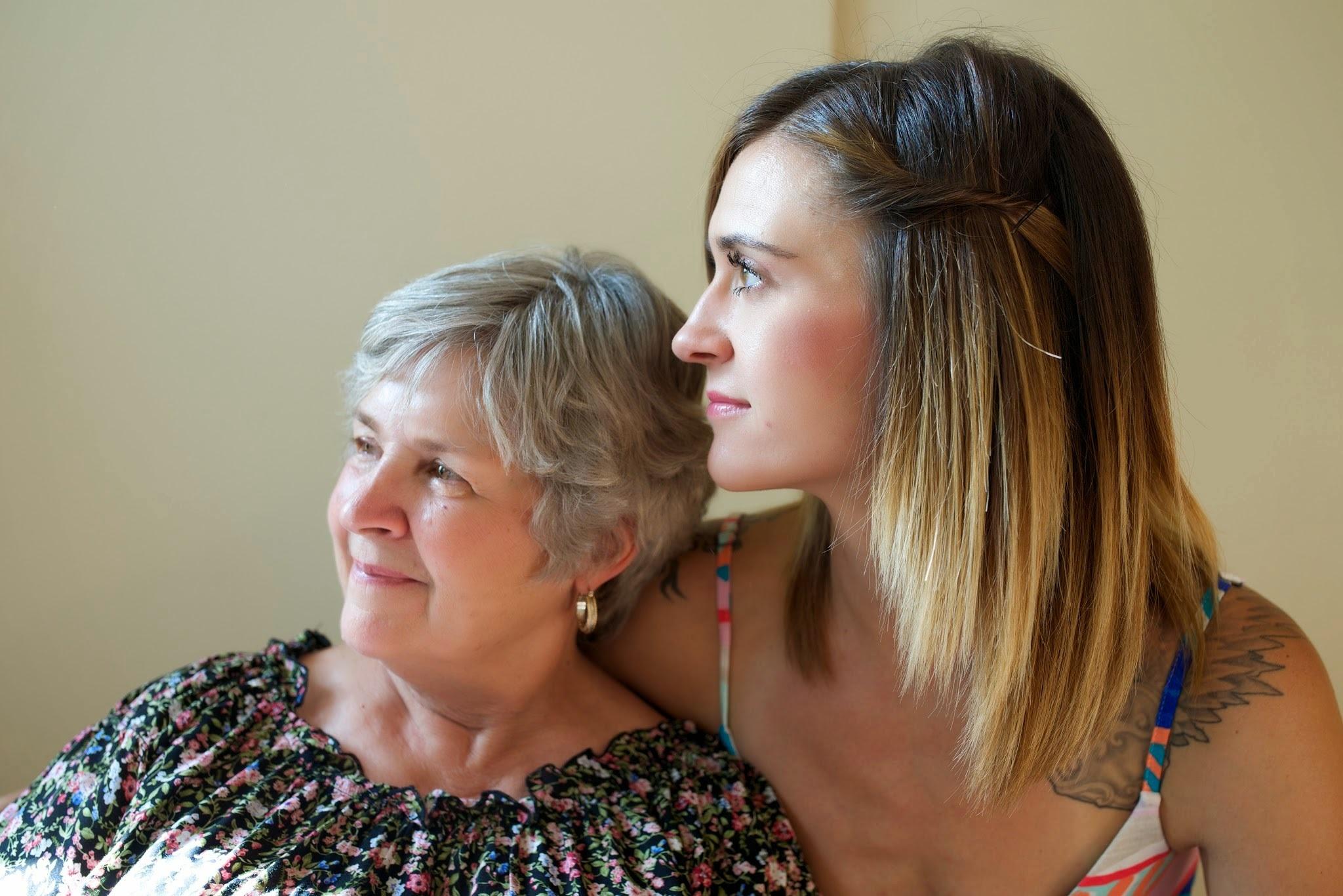 счастливая мать и дочь