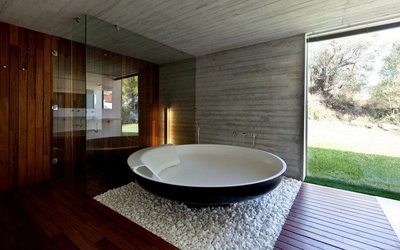 Галька вокруг ванны