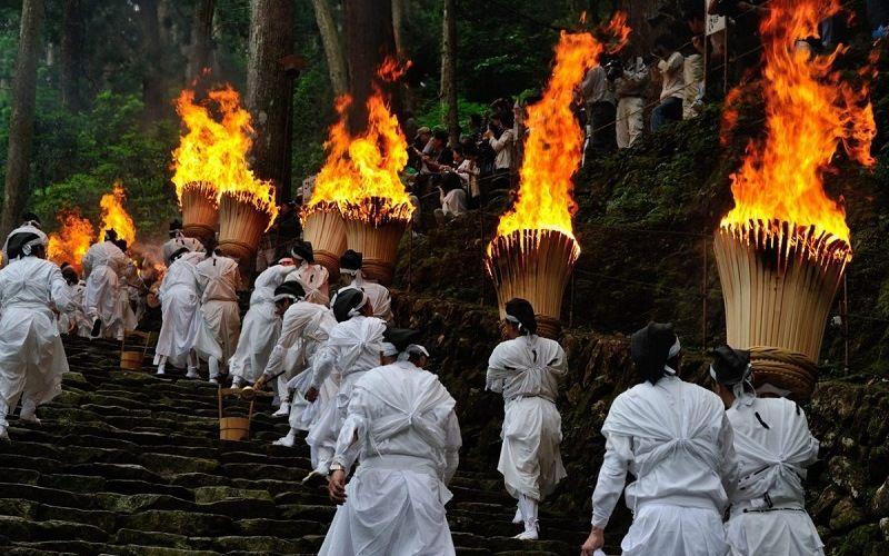Праздник Нати-но-Оги Мацури