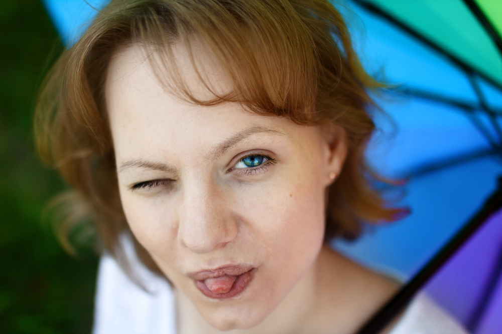 дразнящаяся женщина