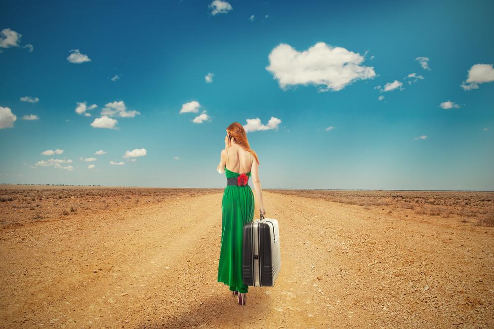 женщина в пустыне