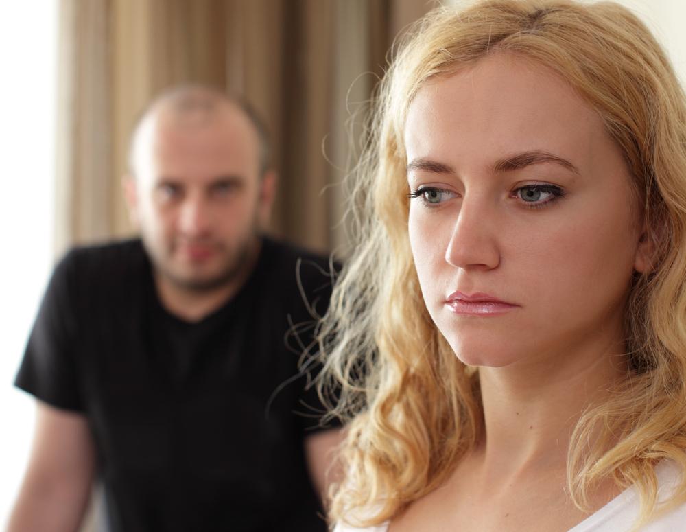 пара в отношениях ссорится