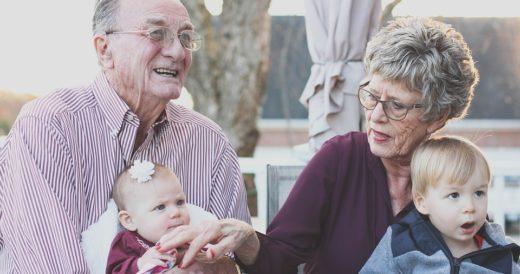 свекр и свекровь с внуками
