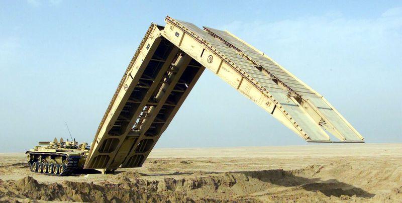 Танковый мостоукладчик М 60 AVLB