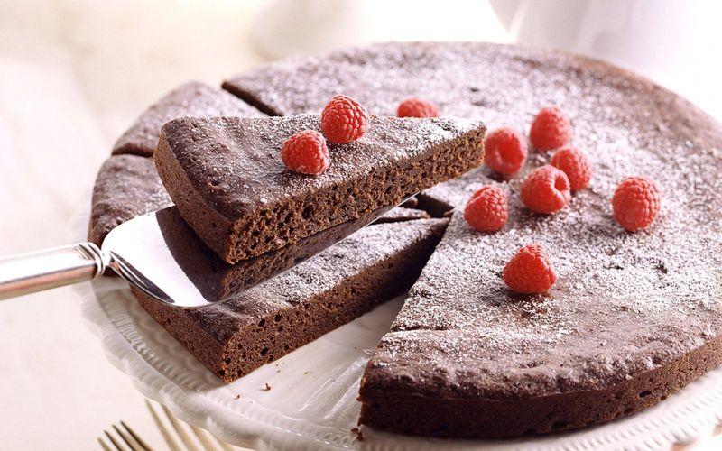 Разрезать торт на 8 частей