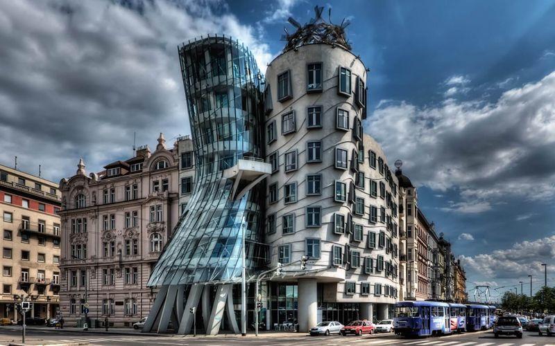Танцующий дом в Чехии