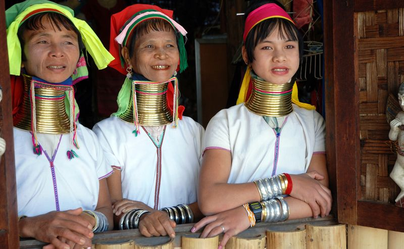 Женщины племени падаунг