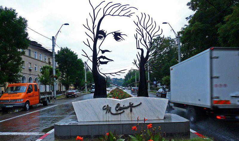 Памятник поэту Михаю Эминеску