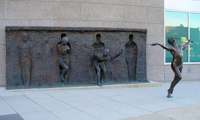 """Скульптура """"Свобода"""" Зеноса Фрудакиса -"""