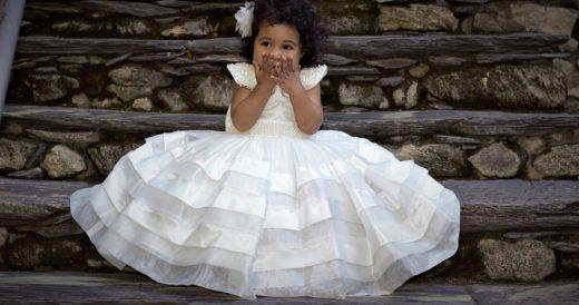 девочка в необычном платье
