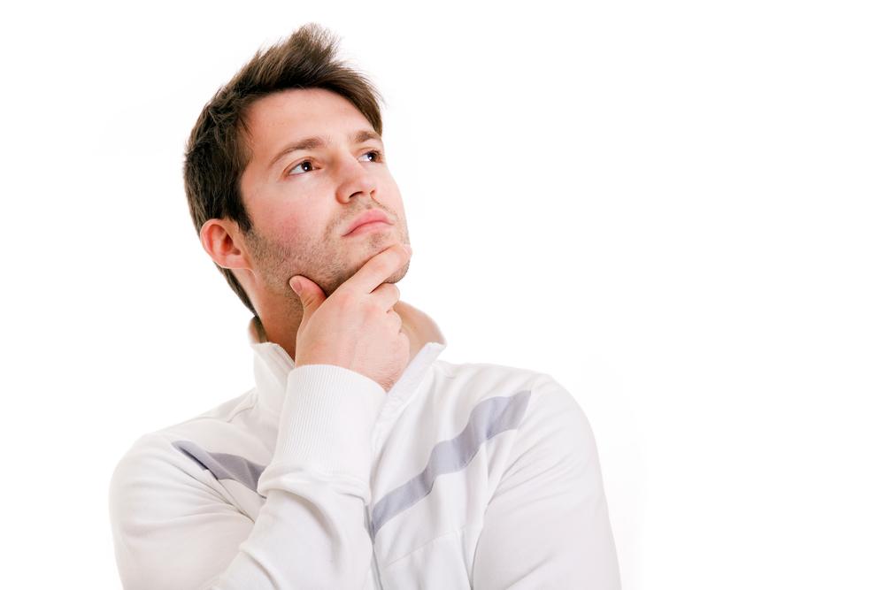 молодой человек размышляет