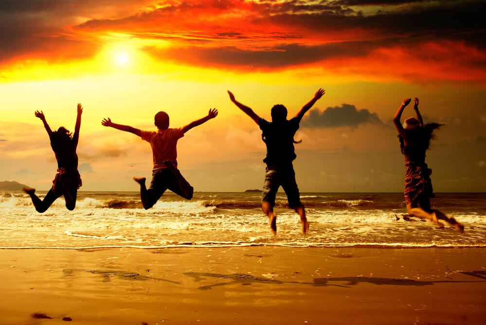 молодые люди в отпуске