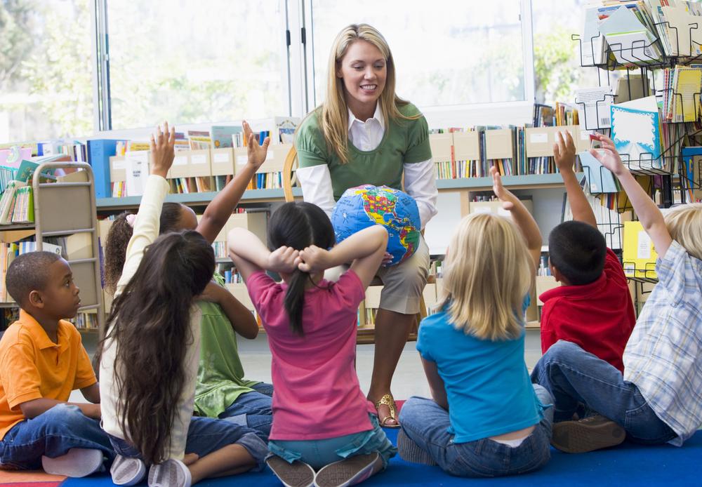 teacher and children guess riddles