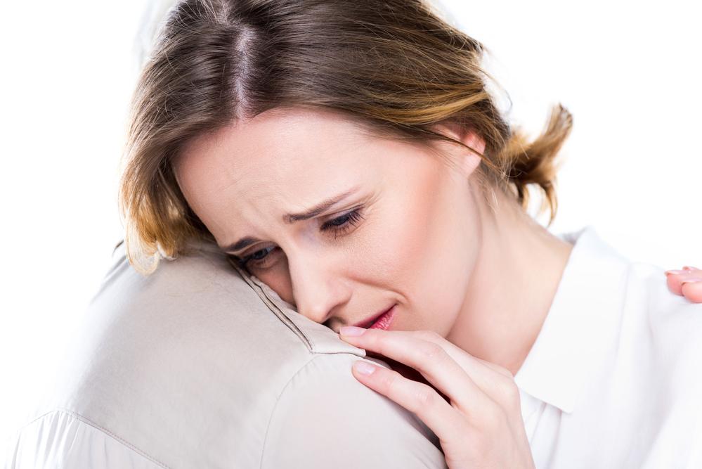 плачущая женщина от горя